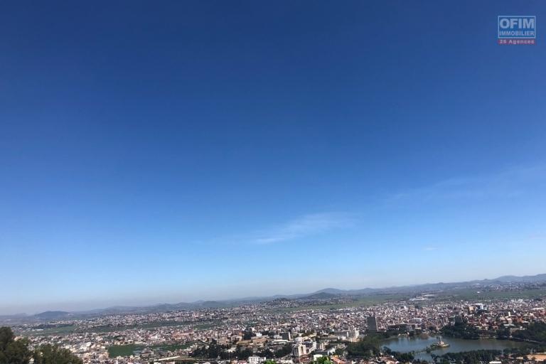 A vendre beau terrain sur La Haute ville  donnant sur  une magnifique vue  !!!