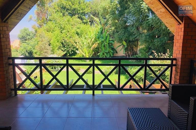 Magnifique villa à vendre sur la Haute ville F9 de 600 m2 avec une belle vue et jardin - terrase