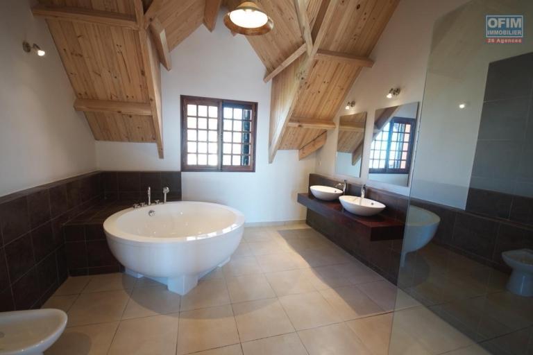 Magnifique villa à vendre sur la Haute ville F9 de 600 m2 avec une belle vue et jardin - salle de bain