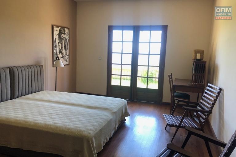 Magnifique villa à vendre sur la Haute ville F9 de 600 m2 avec une belle vue et jardin - chambres