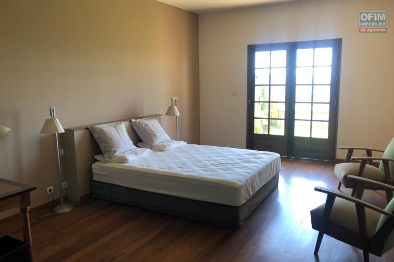 Magnifique villa à vendre sur la Haute ville F9 de 600 m2 avec une belle vue et jardin