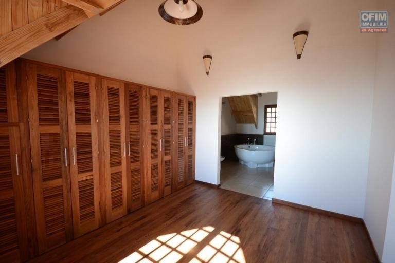 Magnifique villa à vendre sur la Haute ville F9 de 600 m2 avec une belle vue et jardin - dressing