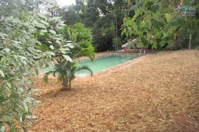 Villa  plain pied F4 + studio avec piscine à Ivandry