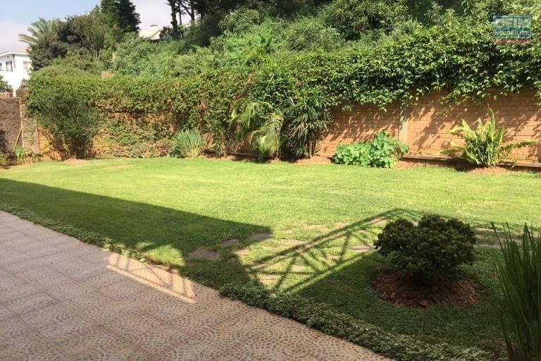 Villa F5 dans un petit lotissement de 5 villas avec piscine à Adohanimdroseza