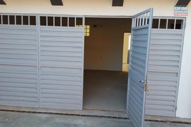 A louer un appartement de type T4 en duplex sis à Ambohibao Andranoro
