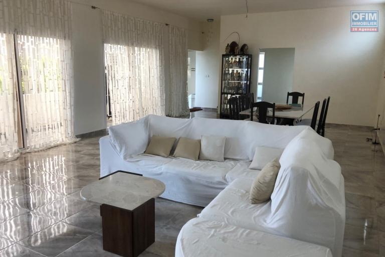 A vendre lots de 2 vilas à Ivato dans une résidence