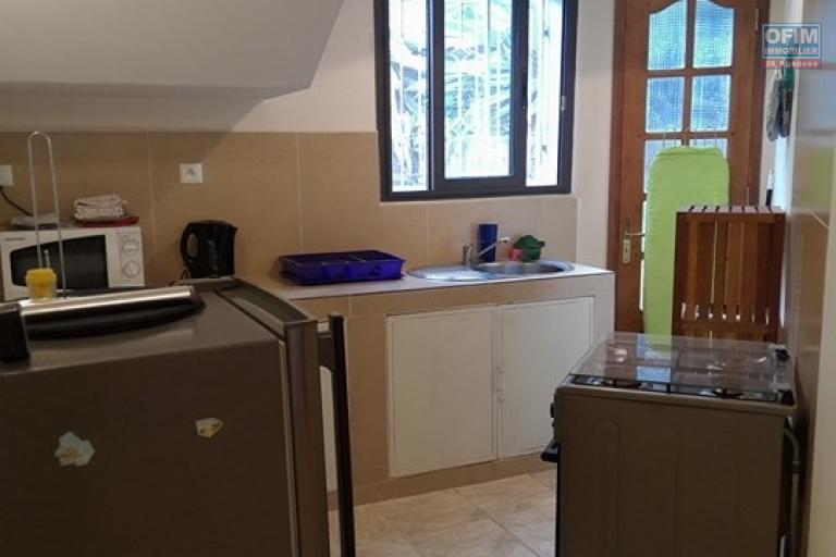 OFIM vous offre une villa basse divisée en deux appartements T4 indépendants et meublés dans une résidence sécurisée 24/24 - Cuisine équipée