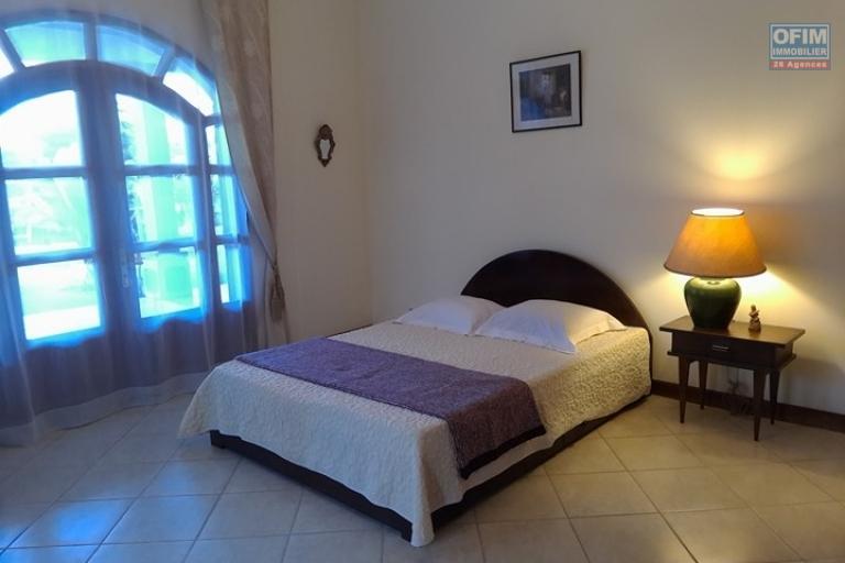 OFIM vous offre une villa basse divisée en deux appartements T4 indépendants et meublés dans une résidence sécurisée 24/24 - Suite parentale