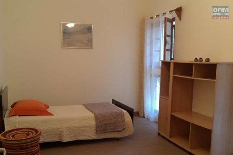 OFIM vous offre une villa basse divisée en deux appartements T4 indépendants et meublés dans une résidence sécurisée 24/24 - Chambre2