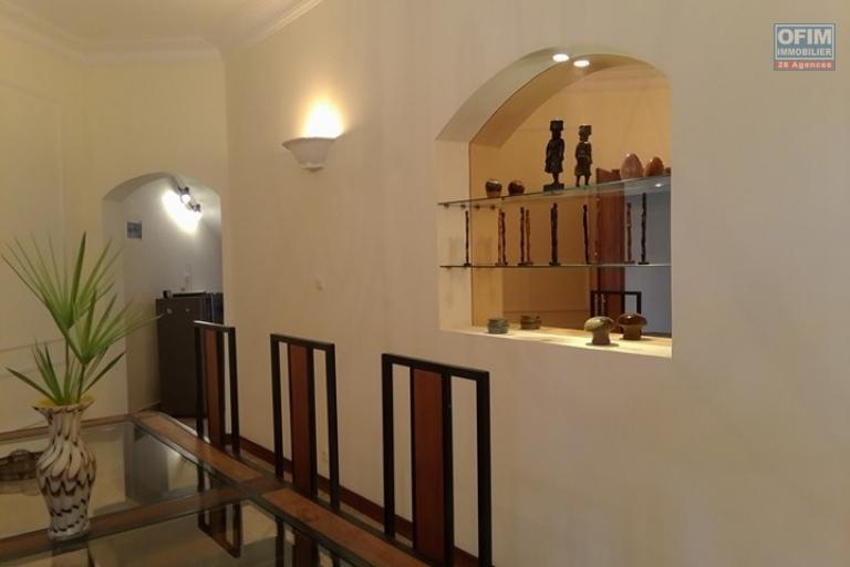 OFIM vous offre une villa basse divisée en deux appartements T4 indépendants et meublés dans une résidence sécurisée 24/24 - Décoration