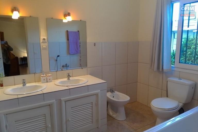 OFIM met en location un appartement T3 meublé dans une résidence sécurisée 24/24 - SDB 1
