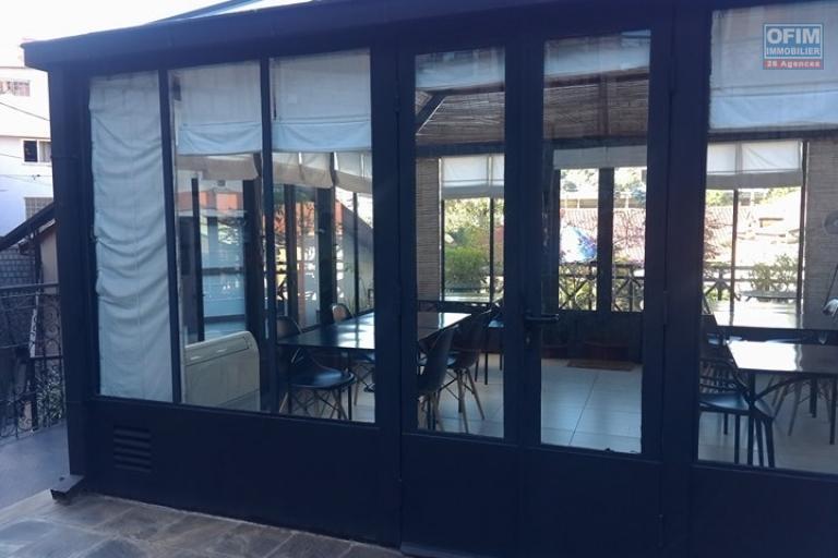 OFIM met en location appartement T3 meublé en centre ville à Mahamasina sécurisé 24h/24 - espace commune