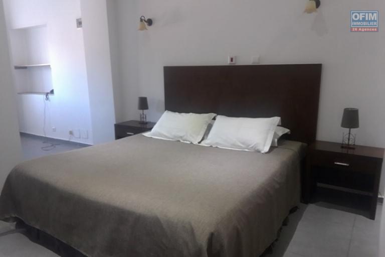 OFIM met en location appartement T3 meublé en centre ville à Mahamasina sécurisé 24h/24 - garde chambre avec SDE attenante