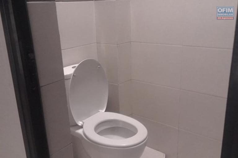 OFIM met en location appartement T3 meublé en centre ville à Mahamasina sécurisé 24h/24 - WC