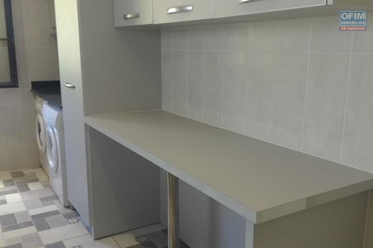OFIM vous propose un appartement T4 dans une quartier résidentiel Ivandry Ambodivoanjo et sécurisée 24h/24 - Cuisine équipée avec machine à laver