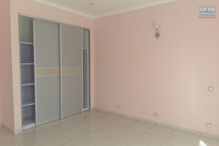 OFIM vous propose un appartement T4 dans une quartier résidentiel Ivandry Ambodivoanjo et sécurisée 24h/24 - Chambre2