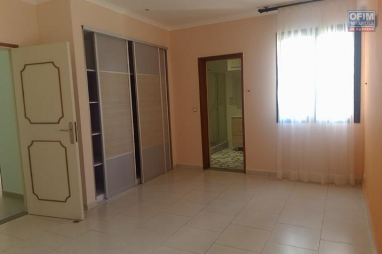 OFIM vous propose un appartement T4 dans une quartier résidentiel Ivandry Ambodivoanjo et sécurisée 24h/24 - Chambre 1