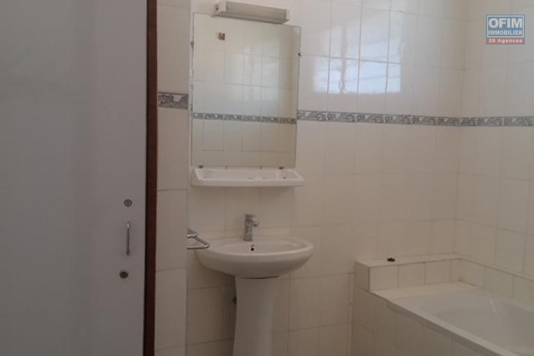 Une villa basse F7 à louer dans un quartier résidentiel Ivandry, près du station Jovena - SDB Commune