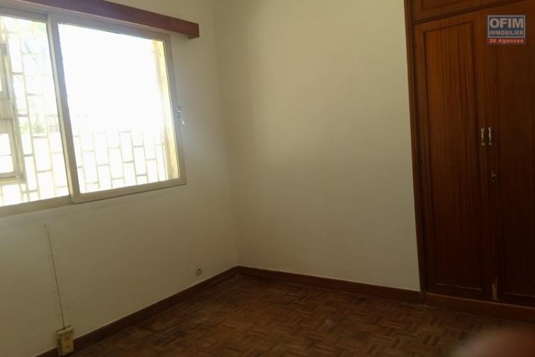 Une villa basse F7 à louer dans un quartier résidentiel Ivandry, près du station Jovena - Chambre1