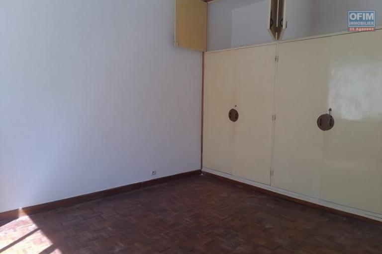 Une villa basse F7 à louer dans un quartier résidentiel Ivandry, près du station Jovena - chambre parentale 3