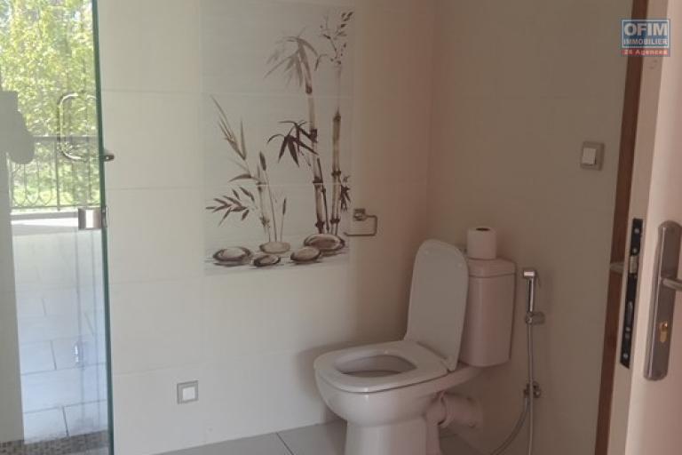 OFIM vous offre un appartement T4 meublé à Ivandry Ambodivoanjo dans une résidence sécurisée et calme - SDE et WC