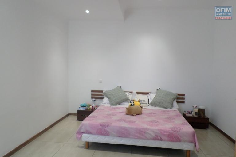 OFIM vous offre un appartement T4 meublé à Ivandry Ambodivoanjo dans une résidence sécurisée et calme - Chambre 1