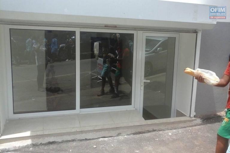 plein centre Antanimena immeuble avec local commercial et 2  appartements +parking