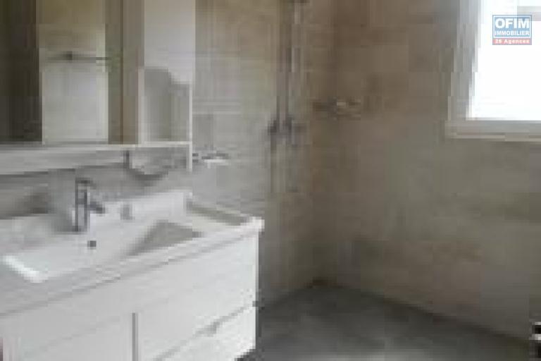 A louer un appartement T4 en duplex près du Mausolée Panorama