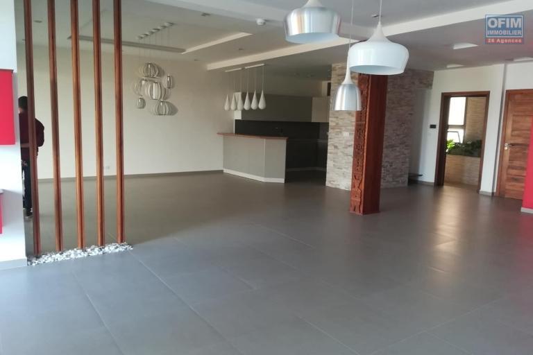 OFIM met en location des appartements T5 de standing fraîchement construits dans une résidence en quartier calme et sécurisé 24/24 avec une vue panoramique. - Non meublé