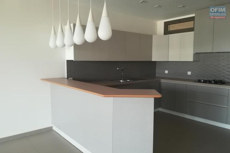 OFIM met en location des appartements T5 de standing fraîchement construits dans une résidence en quartier calme et sécurisé 24/24 avec une vue panoramique. - Cuisine 1