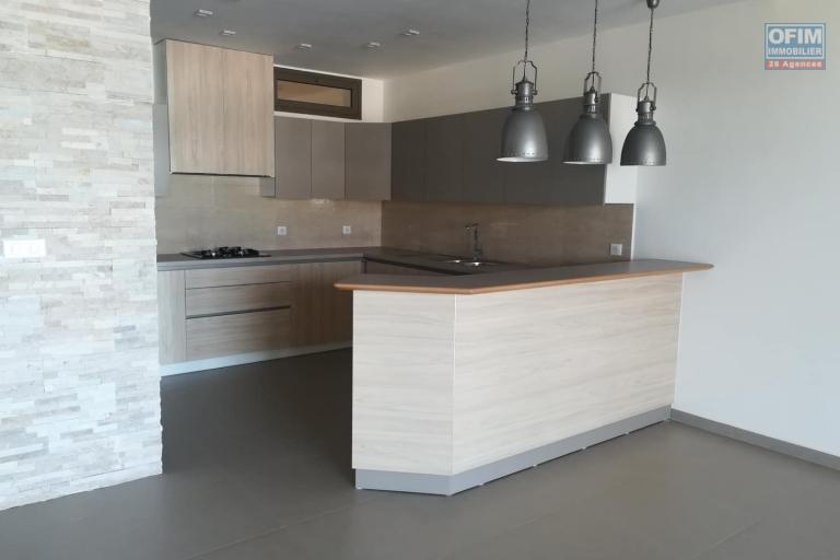 OFIM met en location des appartements T5 de standing fraîchement construits dans une résidence en quartier calme et sécurisé 24/24 avec une vue panoramique. - Cuisine 2