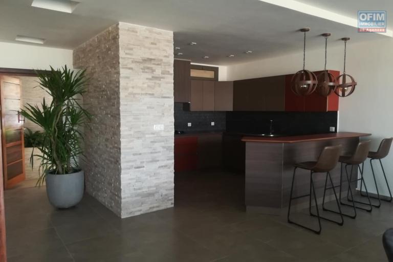 OFIM met en location des appartements T5 de standing fraîchement construits dans une résidence en quartier calme et sécurisé 24/24 avec une vue panoramique. - Cuisine 4