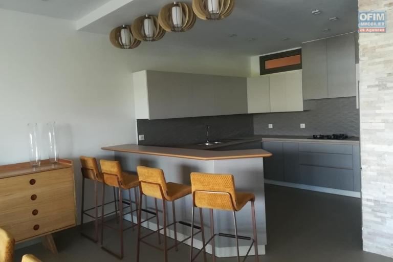 OFIM met en location des appartements T5 de standing fraîchement construits dans une résidence en quartier calme et sécurisé 24/24 avec une vue panoramique. - Cuisine 3