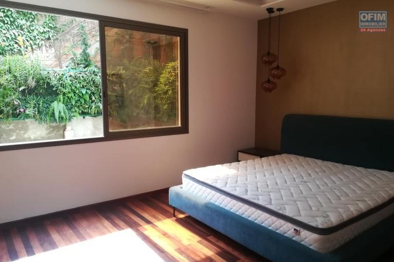 OFIM met en location des appartements T5 de standing fraîchement construits dans une résidence en quartier calme et sécurisé 24/24 avec une vue panoramique. - Chambre