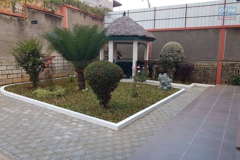 Une villa à étage F5 à Ambatobe