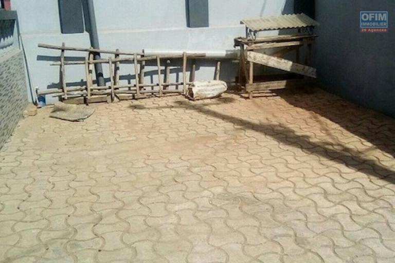A louer une coquette villa F4 proche de shoprite à Talatamaty