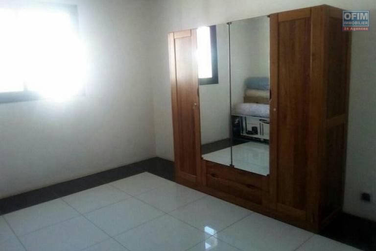 A louer une belle villa à étage F5 neuve dans un quartier calme à Ambohijanahary