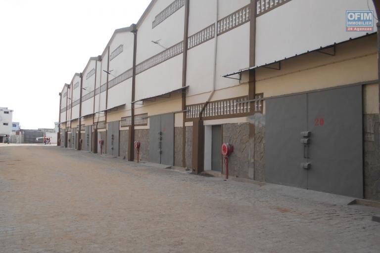 14 entrepots de 600m2 neufs à Anosizato