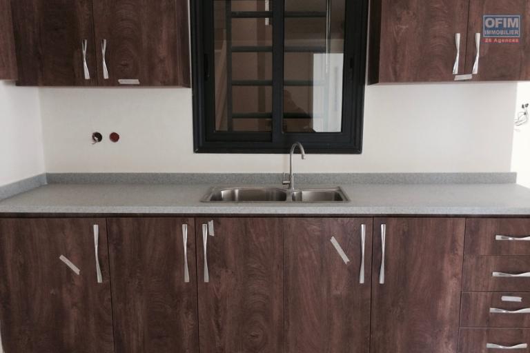 A vendre appartement T4 neuf à Ambatoroka