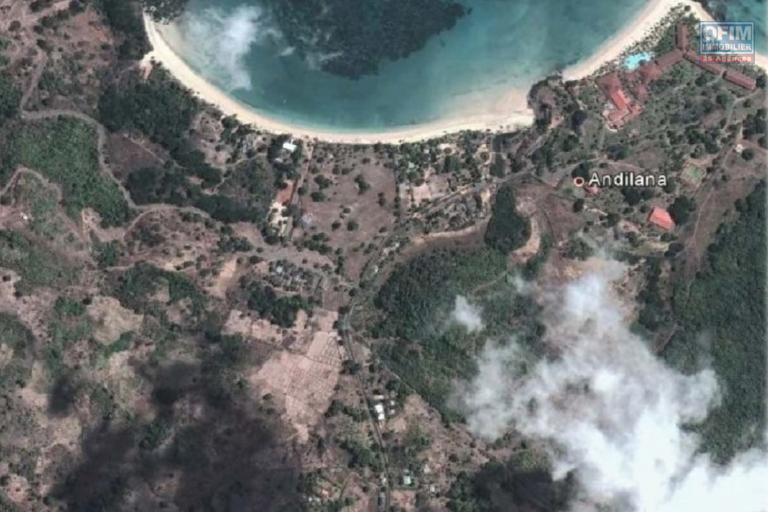 INVESTISSEUR  , Terrain à vendre de 18 Ha  à Nosy Be . Pleine nature, vue imprenable sur l'océan. Endroit paradisiaque !
