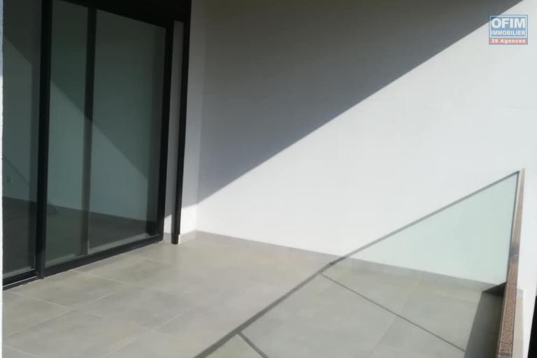 OFIM vous donne une occasion d'avoir deux appartements T4 neufs et moderne au choix dans dans un quartier bien situé, calme et sécurisé d'Ambatobe. - terrasse