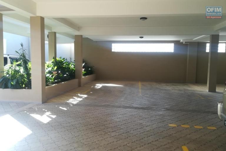OFIM vous donne une occasion d'avoir deux appartements T4 neufs et moderne au choix dans dans un quartier bien situé, calme et sécurisé d'Ambatobe.