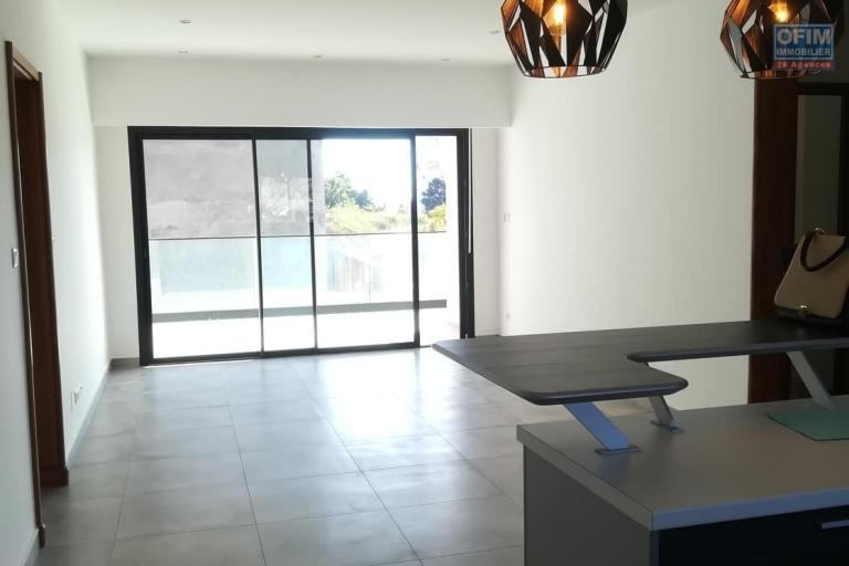 OFIM vous donne une occasion d'avoir deux appartements T4 neufs et moderne au choix dans dans un quartier bien situé, calme et sécurisé d'Ambatobe. - Living appart 1