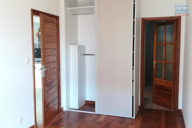 OFIM vous donne une occasion d'avoir deux appartements T4 neufs et moderne au choix dans dans un quartier bien situé, calme et sécurisé d'Ambatobe. - Chambre parentale