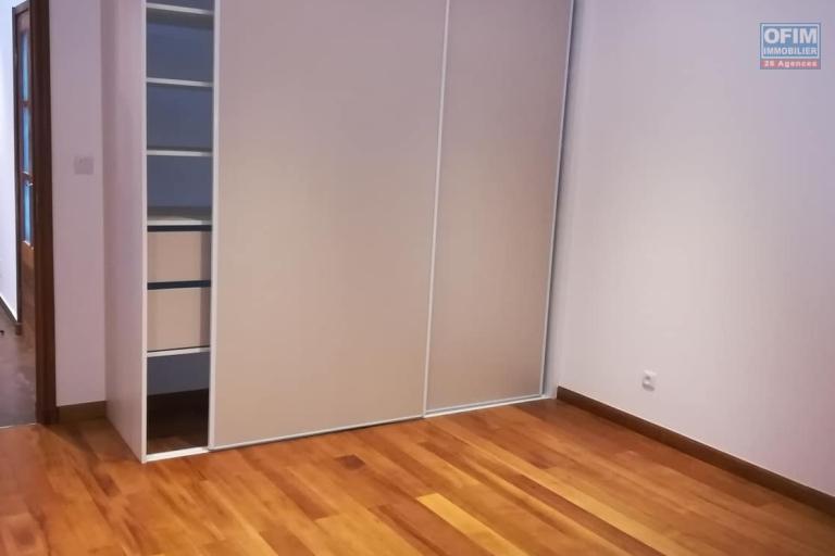 OFIM vous donne une occasion d'avoir deux appartements T4 neufs et moderne au choix dans dans un quartier bien situé, calme et sécurisé d'Ambatobe. - Chambre