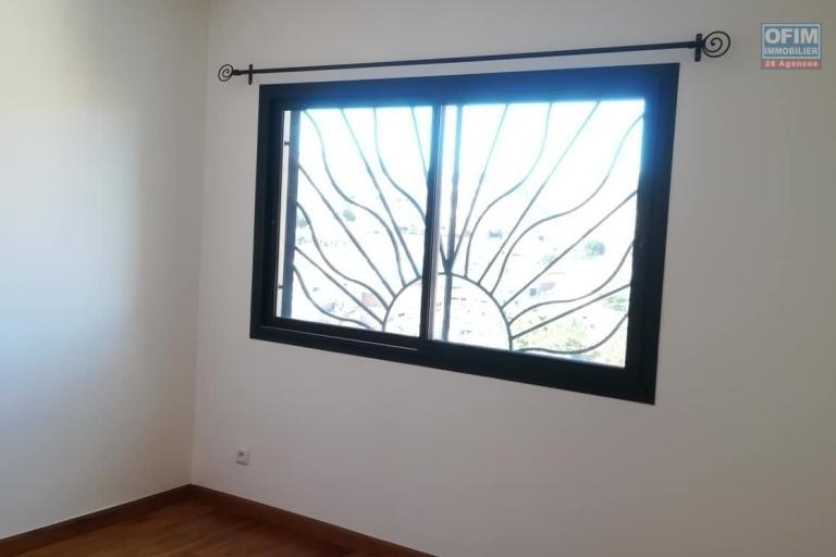 OFIM vous donne une occasion d'avoir deux appartements T4 neufs et moderne au choix dans dans un quartier bien situé, calme et sécurisé d'Ambatobe. - petite Chambre