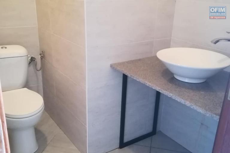 Une villa basse F7 à louer dans un quartier résidentiel Ivandry, près du station Jovena - toilette commune