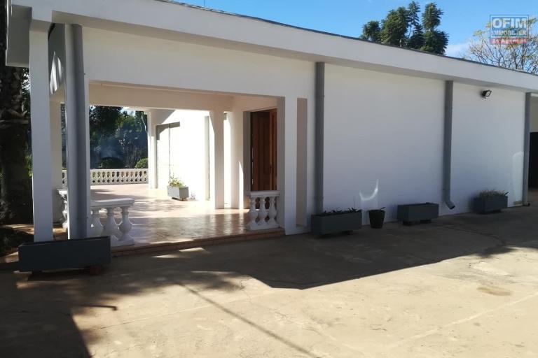 Une villa basse F7 à louer dans un quartier résidentiel Ivandry, près du station Jovena