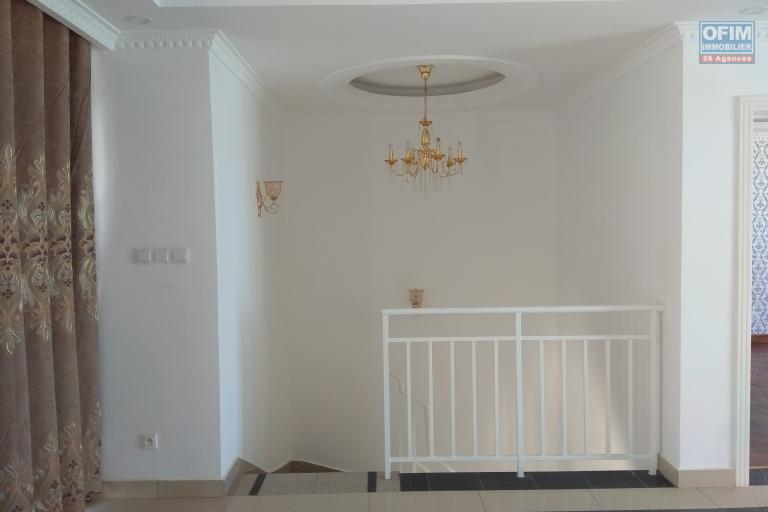 Des  villas neuves F4 dans une résidence sécurisée à 5mn du lycée Français à Ambatobe