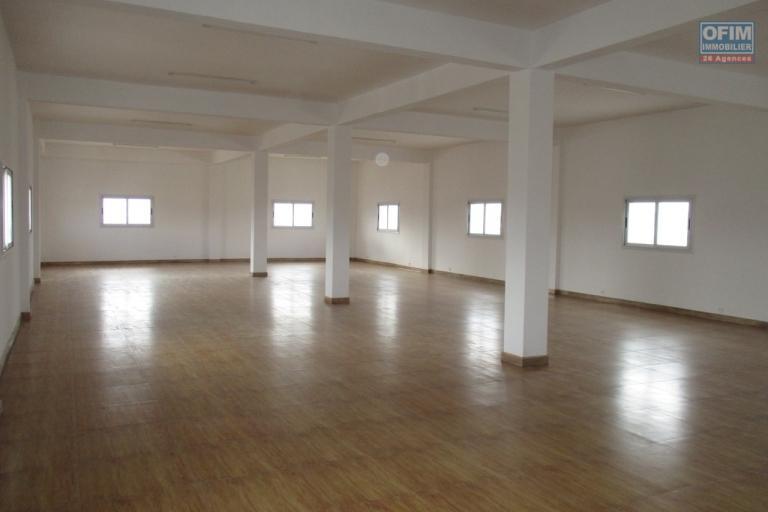 En location un open space de 260m2 à l'enceinte Akoor digue